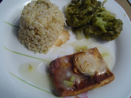 Menu de arroz integral com tofu no forno
