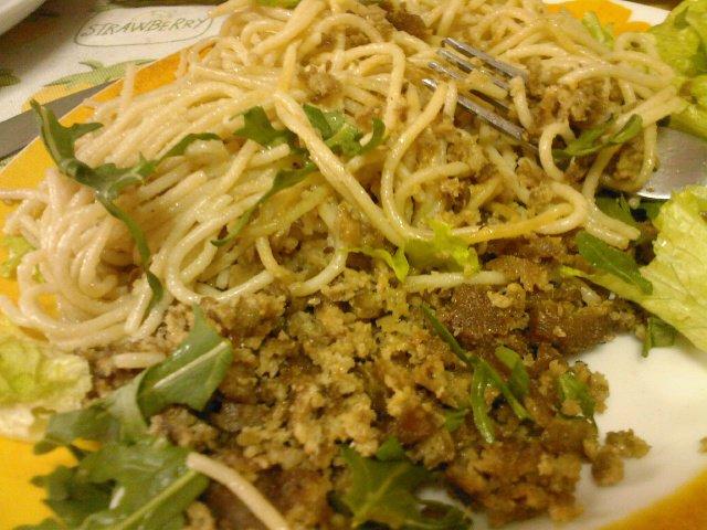 Esparguete com picado de seitan